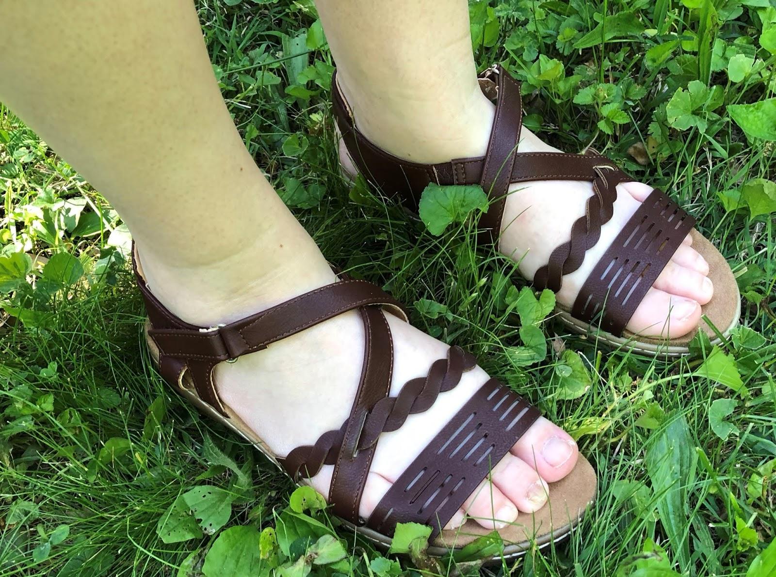 Stacy Talks Reviews Secret Celebrity And Soft Comfort Sandals For Summer