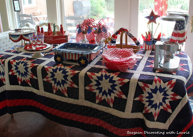 Red White & Blue Table-Bargain Decorating with Laurie