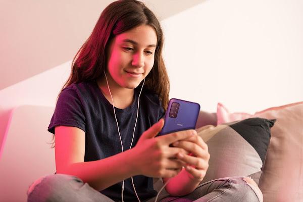 Mais de 40% dos jovens ouve música no smartphone enquanto trabalham ou estudam