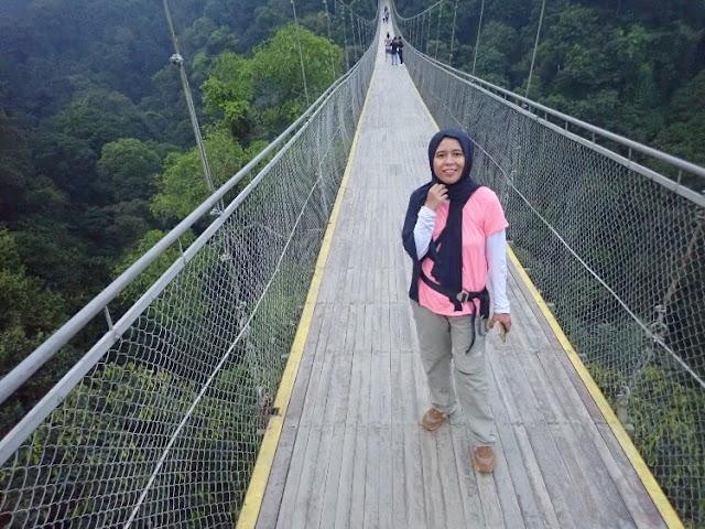 Uji Nyali di Jembatan Gantung Situgunung