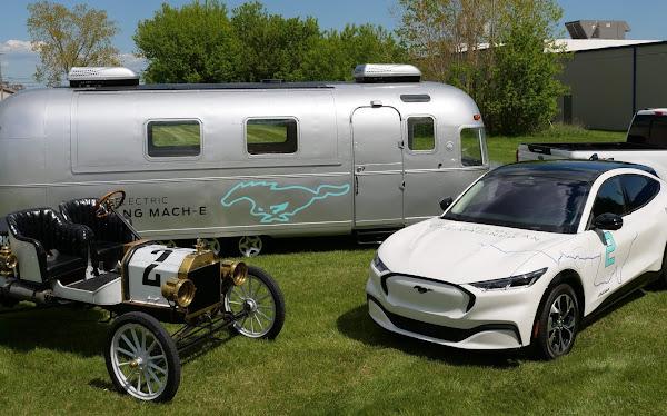 Ford Mustang Mach-E imita VW ID.4 e também faz EUA de costa a costa