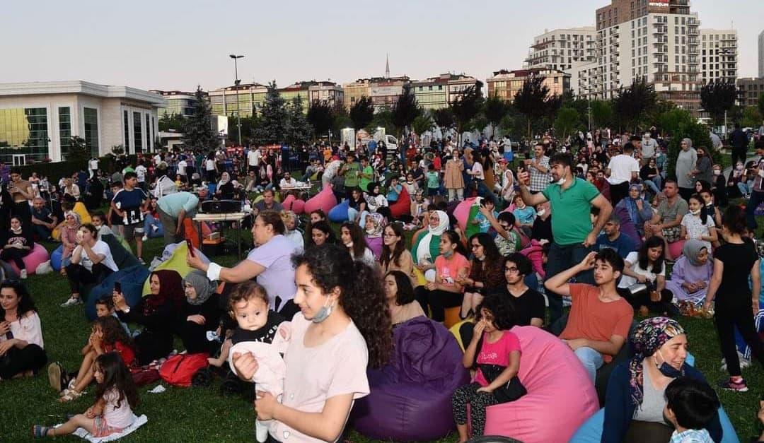 Sancaktepe Belediyesinden açık havada yazlık sinema aktivitesi