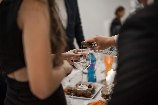 Alkohol na weselu. Ile wódki potrzeba