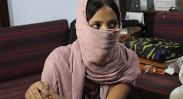 आत्मदाह की चेतावनी देने वाली महिला को पुलिस ने किया नजरबंद - newsonfloor.com