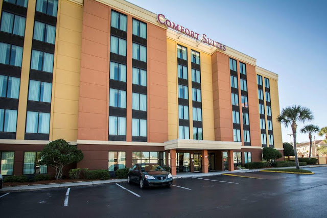 The Comfort Suites Baymeadows is a recently renovated hotel and complete with everything you need for a comfortable and quality stay while in Jacksonville.