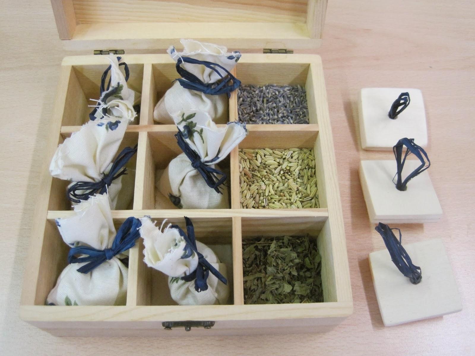 La scatola delle spezie - Immagine di foglie di menta