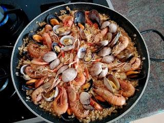 Paella de arroz con marisco