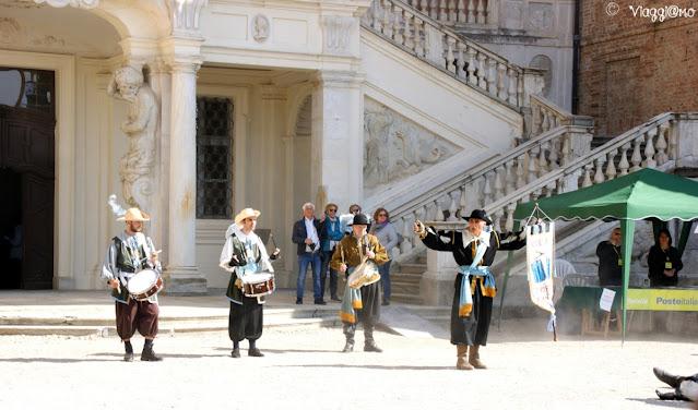 Gruppo storico in costume per i Tulipani a Corte di Govone
