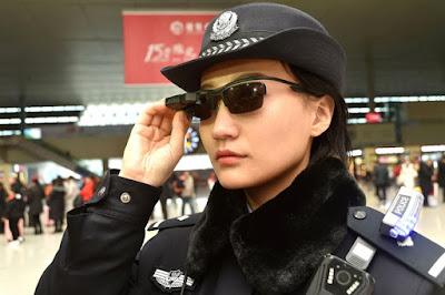 Policías chinos usarán gafas de sol con reconocimiento facial para identificar criminales