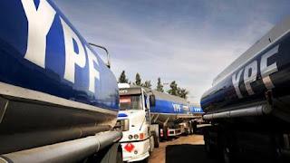 """""""Es un paro por 48 horas de transporte de combustible en todo el país. Es por la discusión paritaria, pero también en reclamo por el impacto del Impuesto a las Ganancias"""", precisó el secretario general del gremio, Pablo Moyano."""