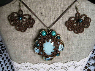Aquamarine necklace with tatting