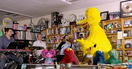 Sesame Street Crew at Tiny Desk Concert | Wenn Muppets gute Laune mit Musik verbreiten