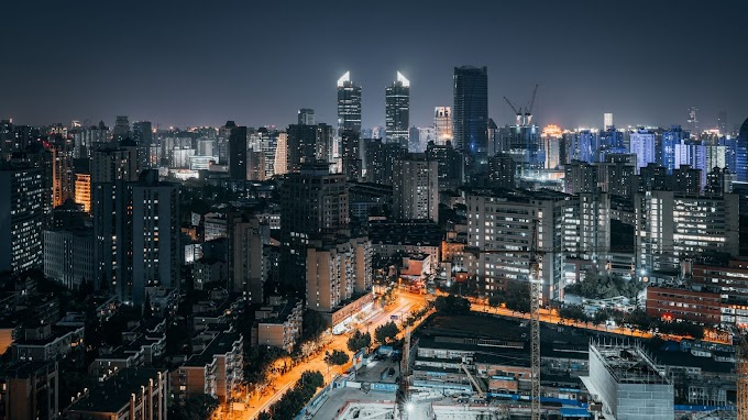 Plano de Fundo Grátis Cidade Iluminada à Noite