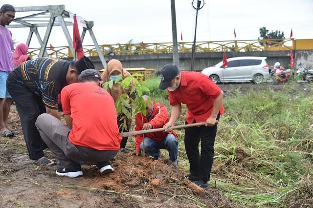Peringati Hut Ke 48, DPC PDI Perjaungan Batu Bara Penghijauan 400 Pohon dan 48 Nasi Tumpeng