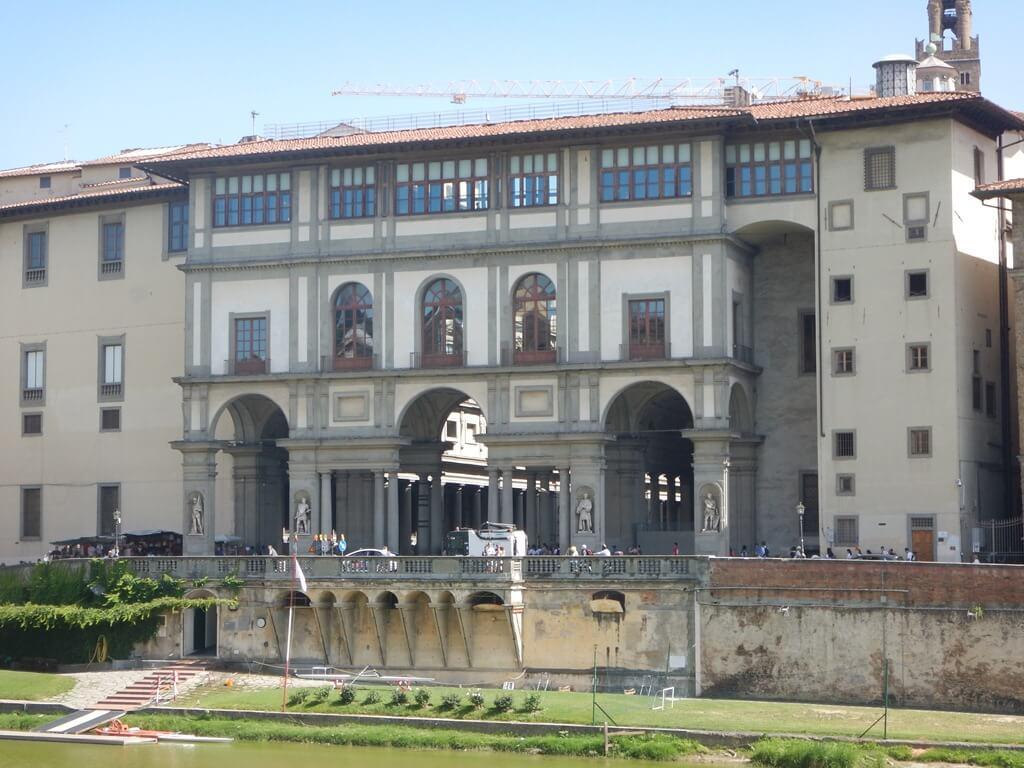 Bate e volta a Florença