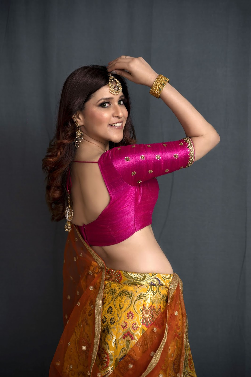 Mannara Chopra New Sizzling Photoshoot In Indian Oriental Outfit