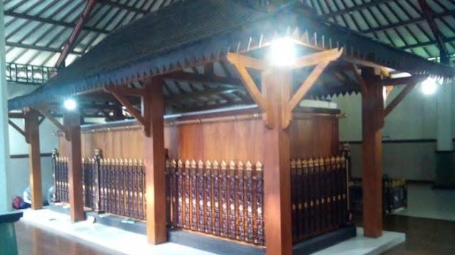 Makam Syekh Jumadil Kubro yang di Terboyo Kulon, Kecamatan Genuk Kota Semarang. Photo: Tribunnews