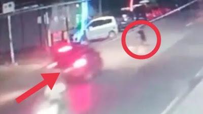 Detik-detik Mobil Tabrak Lari Seorang Bocah di Bone Terekam CCTV