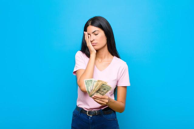 No dejo a mi pareja porque no tengo dinero