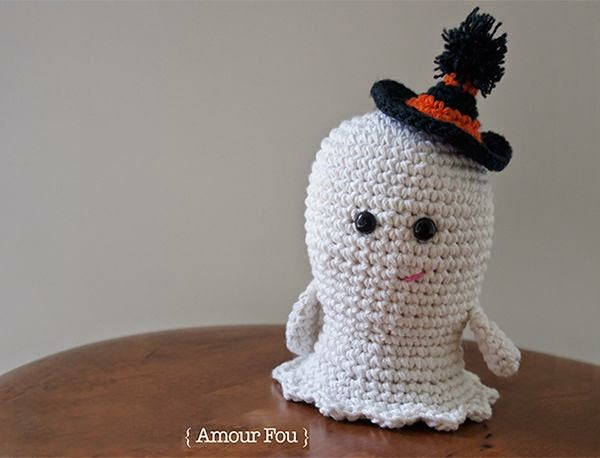 http://www.amigurumipatterns.net/Holidays/Boo-the-small-ghost/