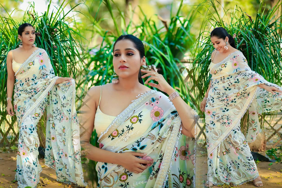 Anchor Rashmi Gautam Latest Floral Saree Photoshoot