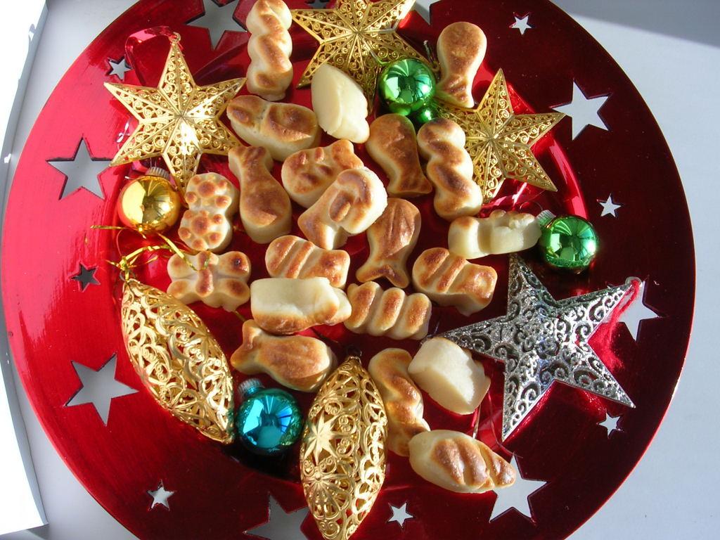 Marzipan Figures For Christmas Cakes