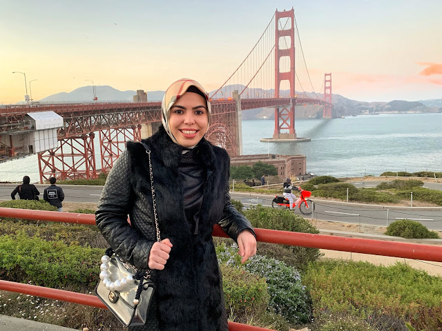 Beyza in front of the Golden Gate Bridge.