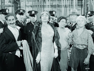 A Night At The Opera Marx Brothers Image 4