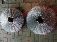 RING BRUSHES   We produce ring brushes from 78 mm to 300 mm of inner diameter, made of crimped wire (0,70 mm) or PPN straight or crimped – from 1,0 mm to 3,0 mm. We offer PPN in various colors. Outer diameter from 300 mm – 930 mm.-فرش دائرية من السلك المعدنى المقوى - ارصفه والطرق كالدرافيل الاسطوانيه الكبيره والدائريه-