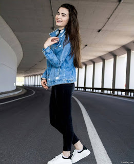 Single Photo Pose For Girl Standing On Road