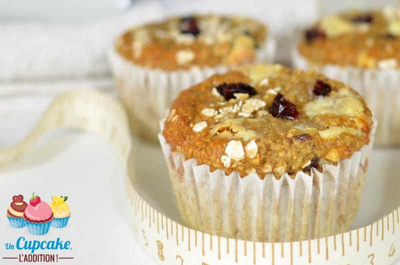 Muffins Saludables sin Harina, sin Azúcar ni Materia Grasa : con avena en vez de harina blanca, puré de fruta en vez de materia grasa y miel en vez de azúcar.