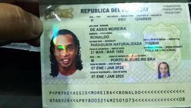 Ronaldinho bất ngờ bị giam trong đồn cảnh sát, phải lấy chăn che đi còng tay