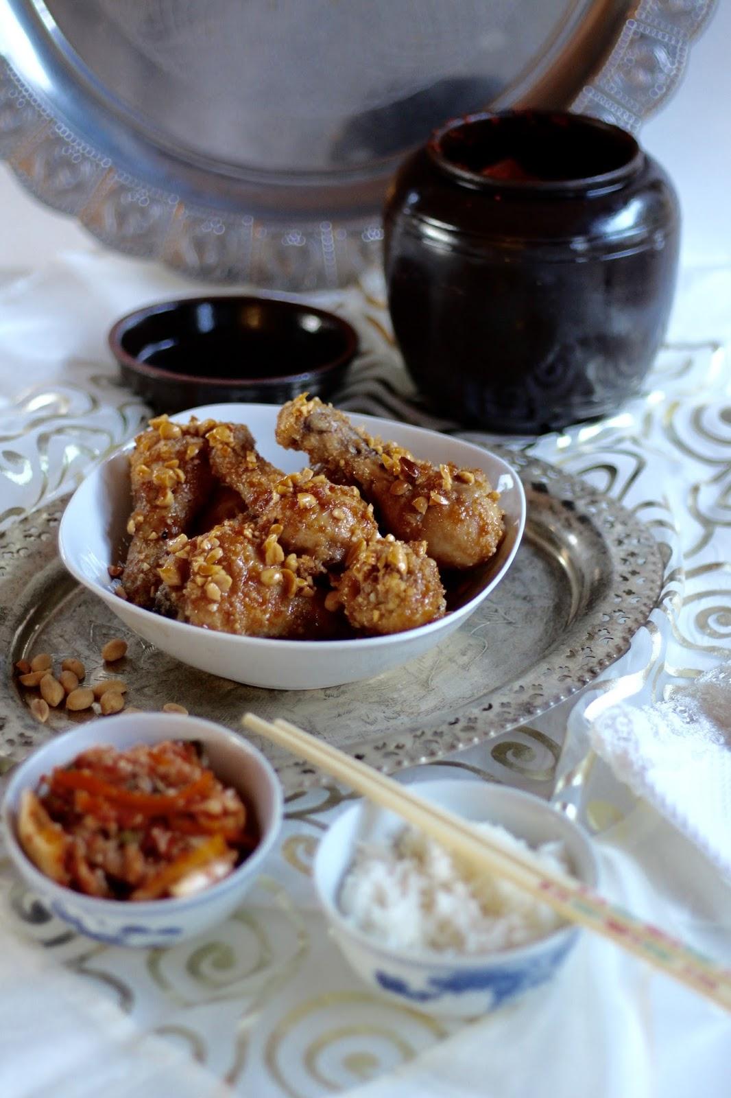 Knusprige Hähnchenschenkel mit Erdnüssen - Koreanisches Dakgangjeong nach Maangchi