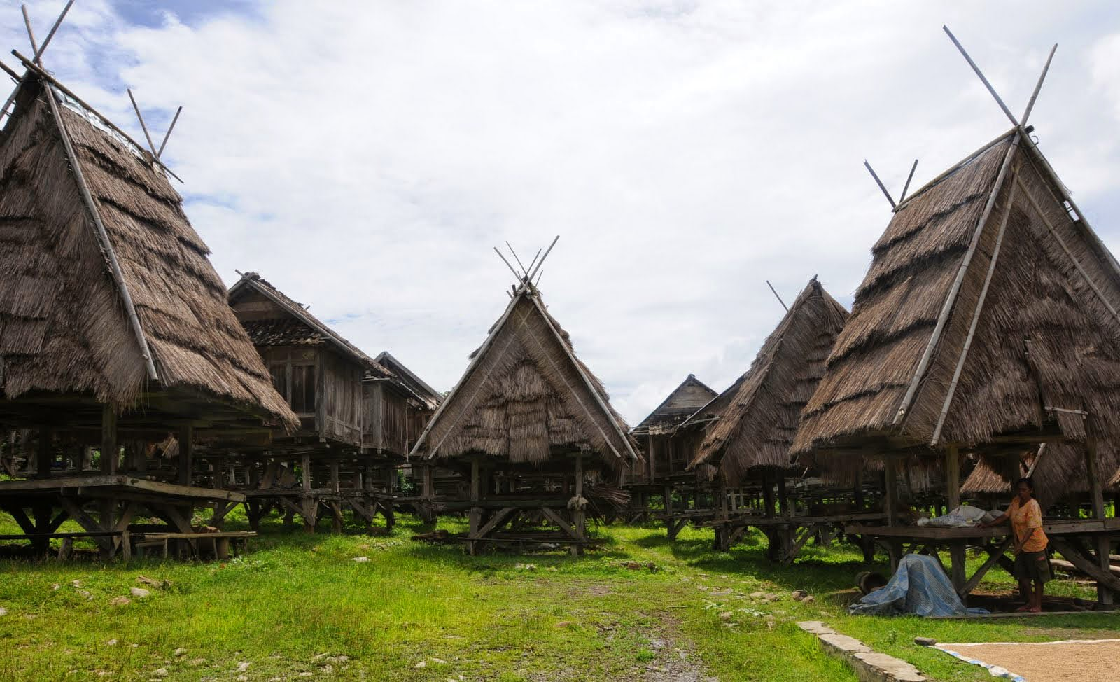 Rumah Adat Khas Suku Bima Uma Lengge Wawo