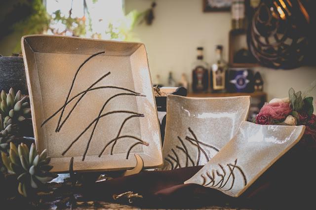 Pratos quadrados de cerâmica