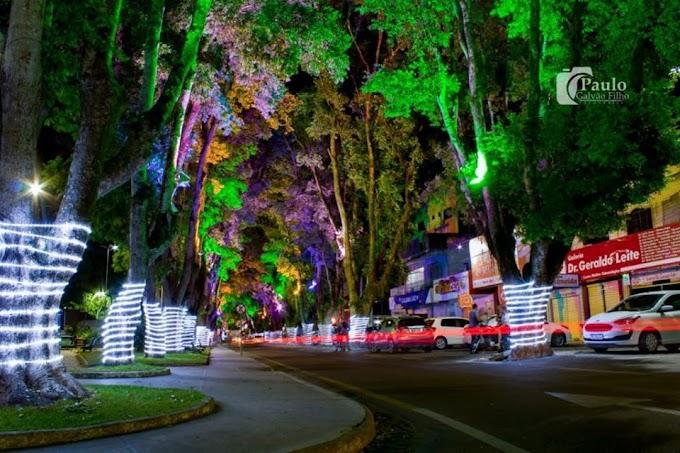 Prefeitura de Cruz das Almas acende luzes de Natal