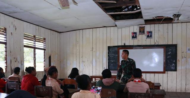 Peduli Pendidikan, Prajurit TNI Yonif 403/WP Menjadi Guru Penggerak di Perbatasan RI-PNG