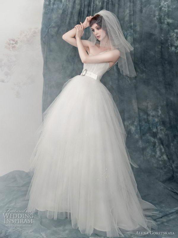 Winter Wedding Dress Designs With Snow White Wedding Dress