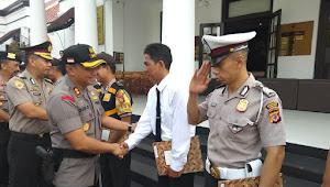 Wakapolrestabes Bandung Pimpin Upacara Kenaikan Pangkat dan Penghargaan Anggota Berdedikasi