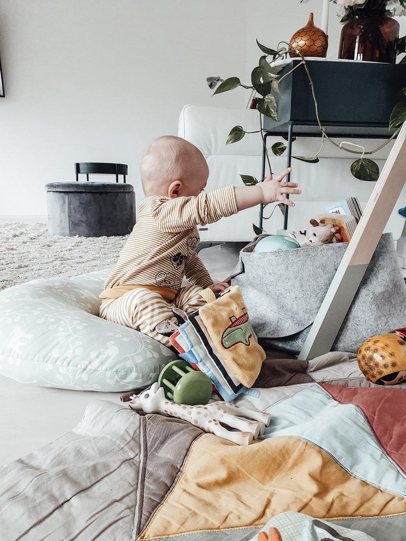 Nordic baby essential checklist: my 5 baby must-have categories 3/5 elisabeth rundlof nursery cushion