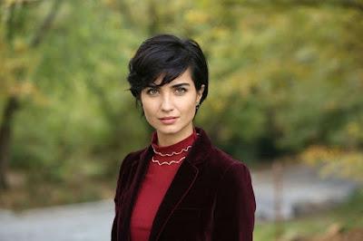 النجمة التركية توبا بويوكستون تعلق ترد على علاقتها بصديق زوجها السابق