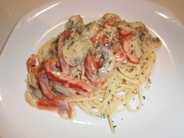 Espaguetis con nata fáciles. (Carbonara española)