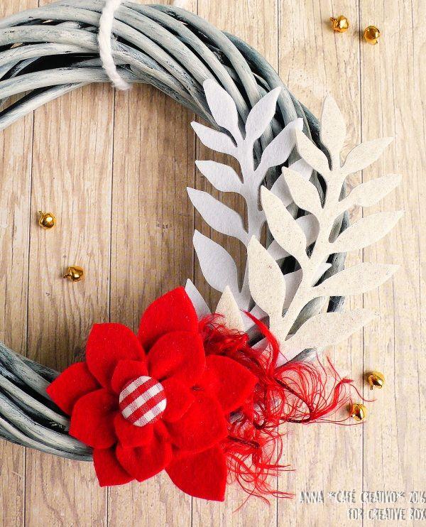 Ghirlanda natalizia con decorazioni in feltro