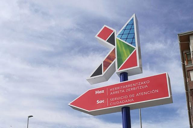 Indicador del servicio de atención ciudadana colocado en Gernikako Arbola