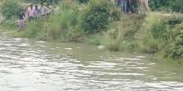 पिता के साथ घूमने निकले मासूम बच्चों के शव तालाब में तैरते मिले, पिता लापता | MP NEWS