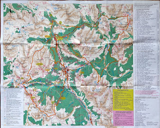 Maps of Cortina d'Ampezzo showing hiking trails.