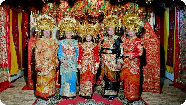 Pakaian+Adat+Minangkabau