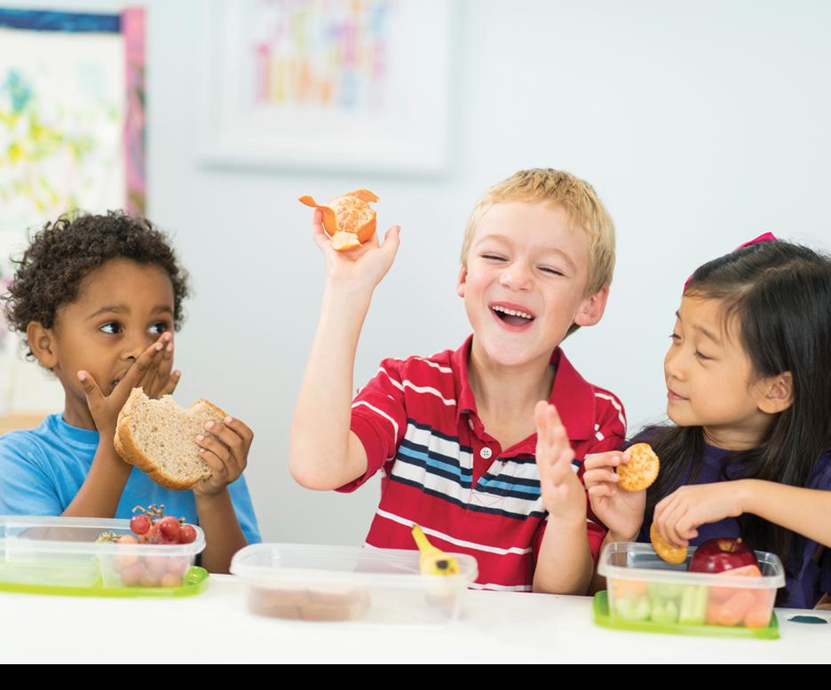 Ajarkan dan ajak anak untuk Mengambil Makanan Sendiri