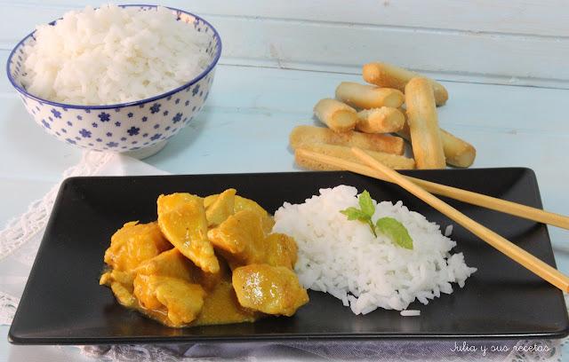 Pechugas de pollo al curry con piña y manzana