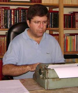 ROBERTO FORTES, historiador e jornalista, é licenciado em Letras e sócio do Instituto Histórico e Geográfico de São Paulo.  E-mail: robertofortes@uol.com.br